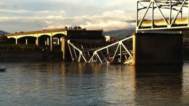 bridgecollaspe12.jpg