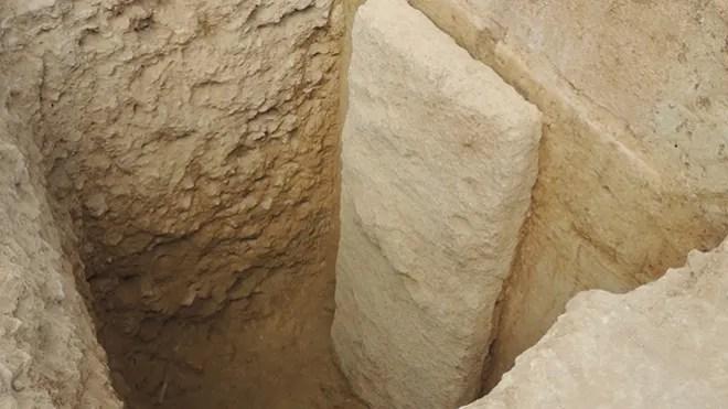 1.tomb.jpg