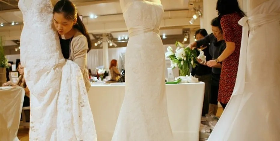 4 Tips To Cut The Cost Of Your Wedding Dress