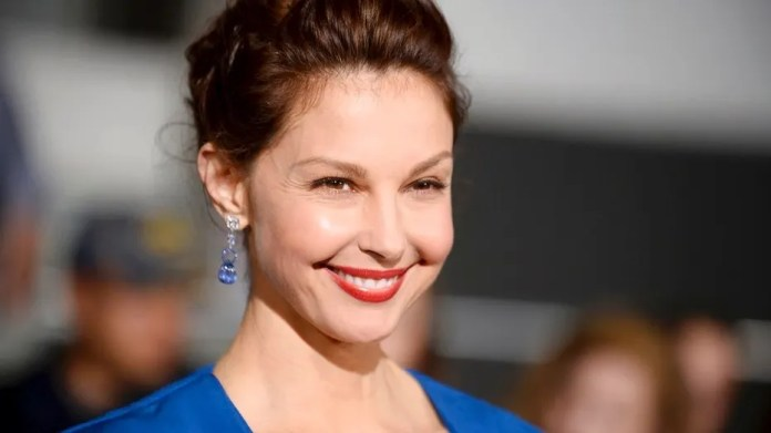 Ashley Judd poses on the red carpet.