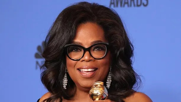 75th Golden Globe Awards – Photo Room – Beverly Hills, California, U.S., 07/01/2018 – Oprah Winfrey poses backstage with her Cecil B. DeMille Award. REUTERS/Lucy Nicholson - HP1EE1809M5UW