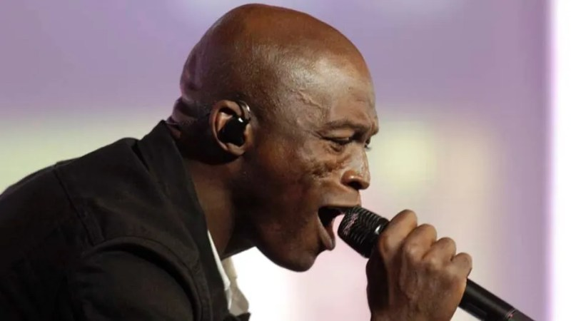 """Musician Seal performs as guest during opening show of the international young singers contest """"New Wave"""" in Jurmala July 26, 2011."""