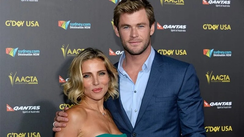 Actor Chris Hemsworth and wife Elsa Pataky pose at the 2015 G'Day USA Los Angeles Gala honoring Hemsworth with an Excellence in Film Award, at the Hollywood Palladium in Los Angeles, California January 31, 2015. REUTERS/Kevork Djansezian  (UNITED STATES - Tags: ENTERTAINMENT) - GM1EB210U7N01