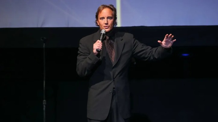 Comedian Jay Mohr sounded off on a college professor for her insulting tweets about the late Barbara Bush.