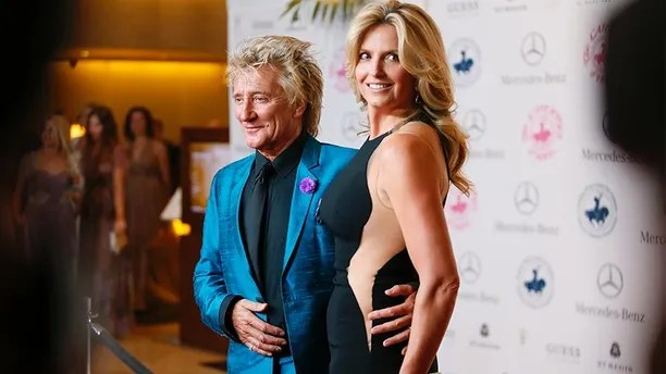 Rod Stewart and Penny Lancaster pose at The Mercedes-Benz Carousel of Hope Ball to benefit the Barbara Davis Center for Diabetes in Beverly Hills, California October 11, 2014.   REUTERS/Danny Moloshok   (UNITED STATES - Tags: ENTERTAINMENT) - GM1EAAC112301