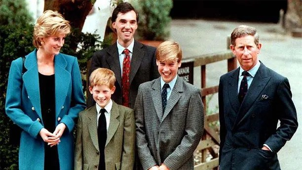 FILE PHOTO OF 6SEPT95 - The Prince and Princess of Wales, Prince Harry, and housemaster Dr Andrew Gayley (behind) escort Prince William (2R), second in line to the throne, for his first day of term at the world famous Eton College September 6, 1995. Princess Diana and her millionaire companion Dodi Al Fayed were killed in a car crash August 31 in Paris after being chased by photographers on motorcycles.  DIANA - RP1DRIDWOXAA