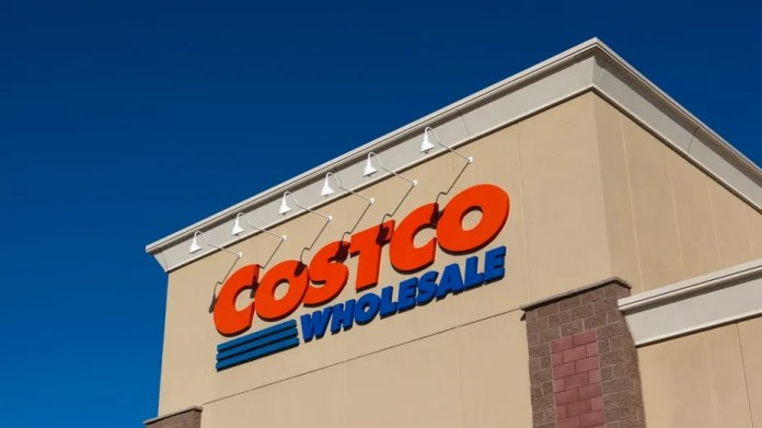 Australian couple weds at Costco.