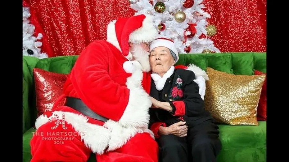 86-year-old woman makes Santa cry USA NEWS HEADLINES