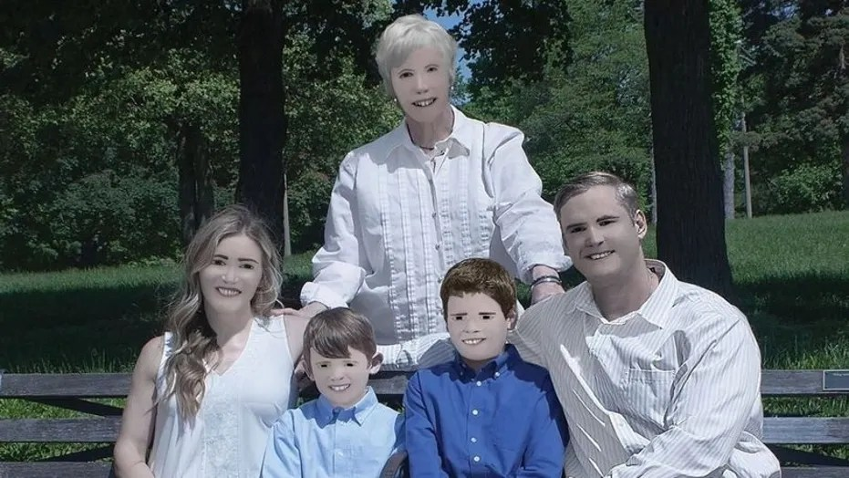 Family shares hilarious photos edited by 'professional ...