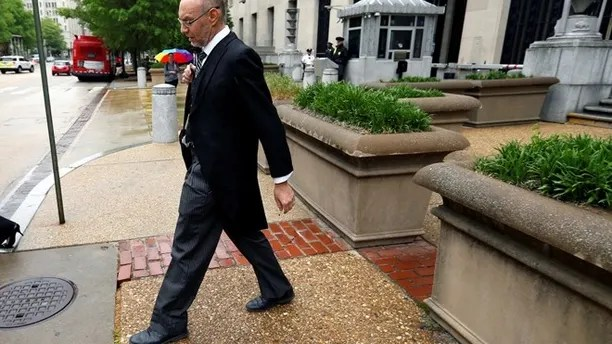 "U.S. Deputy Solicitor General Michael Dreeben departs the U.S. Justice Department in traditional morning coat on his way to argue his one-hundredth case before the U.S. Supreme Court in Washington, U.S. April 27, 2016. REUTERS/Jonathan Ernst SEARCH ""SCOTUS"" FOR THIS STORY. SEARCH ""THE WIDER IMAGE"" FOR ALL STORIES. THE IMAGES SHOULD ONLY BE USED TOGETHER WITH THE STORY - NO STAND-ALONE USES. - RTX2HKUL"