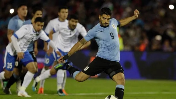 Uruguay's Luis Suarez kicks a penalty to score during a friendly soccer match against Uzbekistan in preparation for the 2018 Russia World Cup in Montevideo, Uruguay, Thursday, June 7, 2018. (AP Photo/Matilde Campodonico)