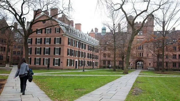 Old Campus at Yale University in New Haven, Connecticut, November 28, 2012. REUTERS/Michelle McLoughlin (UNITED STATES - Tags: EDUCATION) - TM3E8BS1CUX01