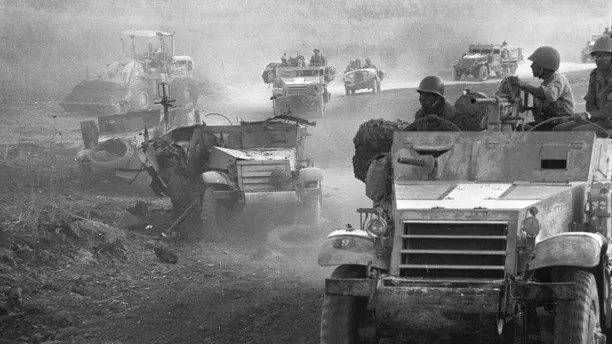 A convoy of Israeli armoured military vehicles drives during battle on the Syrian front during the 1967 Middle East War, widely known as the Six Day War, in this picture released on June 4, 2007 by Israel's Defence Ministry. Forty years ago this week, Israel swept to victory in six days in a war with Egypt, Syria and Jordan, capturing the Sinai peninsula, Golan Heights, Gaza Strip and West Bank, including Arab East Jerusalem.   REUTERS/Israeli Defence Ministry/Handout  BLACK AND WHITE ONLY.  EDITORIAL USE ONLY. NOT FOR SALE FOR MARKETING OR ADVERTISING CAMPAIGNS. - RTR1QFTX