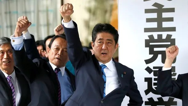 Japan's Prime Minister Shinzo Abe (3rd L) and his party's lawmakers raise their fists as they pledge to win in the upcoming lower house election, at their party headquarters in Tokyo, Japan September 28, 2017.  REUTERS/Toru Hanai - RC18199D52F0