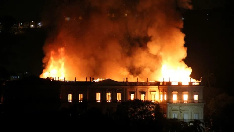 Brazil s National Museum  200 years old  goes up in flames   Fox News Flames tearing through the 200 year old National Museum of Brazil in Rio de