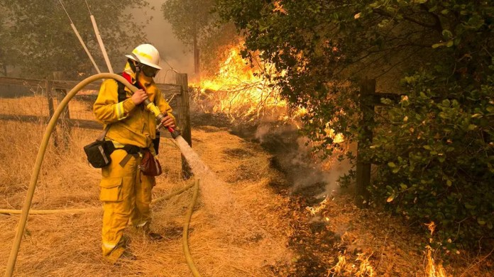 Adam Housley reports from Napa on the difficulties facing firefighters.
