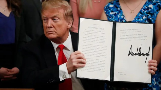 President Trump signs executive order protecting free speech on college campuses