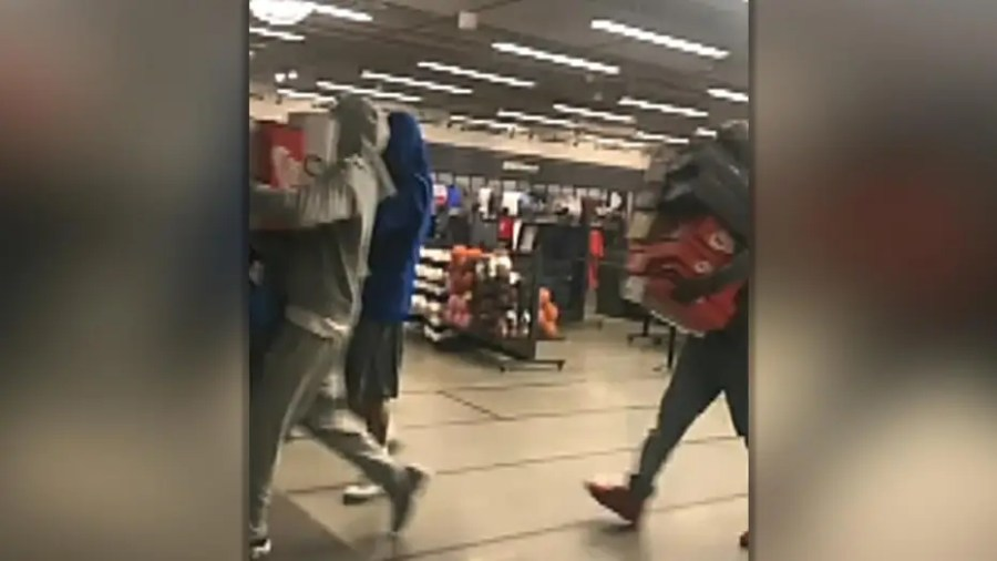 At least five suspects caught robbing Nike store on camera
