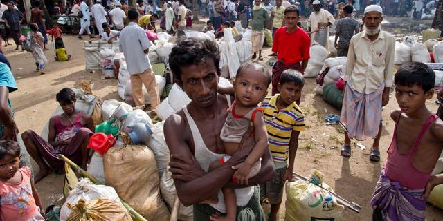 An diesem Montag, 2. Oktober 2017, Aktenfoto, bereiten sich die neu eingetroffenen Rohingya-Muslime aus Myanmar darauf vor, ein Durchgangsheim in Shahparirdwip, Bangladesch, zu verlassen. Ein Team unabhängiger Ermittler, die mutmaßliche Gewalttaten und Morde in Myanmar untersucht haben und bei denen Hunderttausende Rohingya-Muslime aus ihren Häusern flüchten, hat eine heftige Kritik an den eigenen Operationen der Vereinten Nationen im Land geäußert, genau wie das Blutvergießen im August 2017 ausbrach (AP Photo / Gemunu Amarasinghe, Datei)