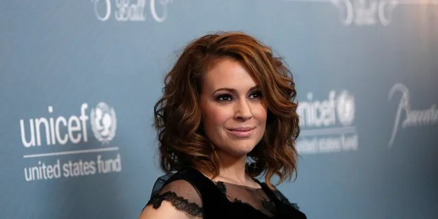 Alyssa Milano had to evacuate her house because of Woolsey Fire.