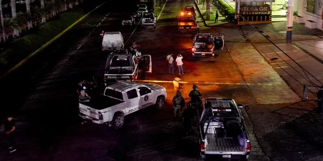 Policemen work at a crime scene after a colleague was killed in Acapulco on July 23, 2018. (FRANCISCO ROBLES/AFP/Getty Images)