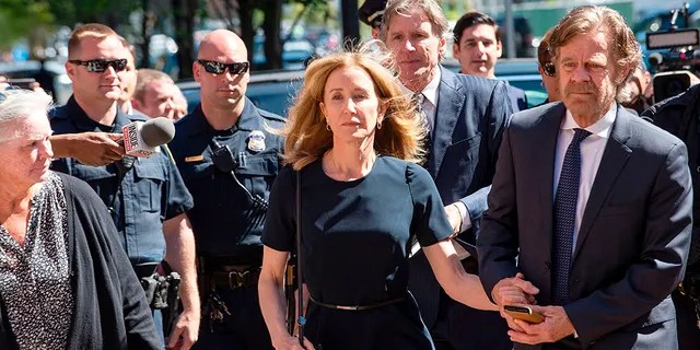 Felicity Huffman and husband William H. Macy make their way to the entrance of the John Joseph Moakley United States Courthouse on Friday, September 13, 2019. (JOSEPH PREZIOSO/AFP/Getty Images)