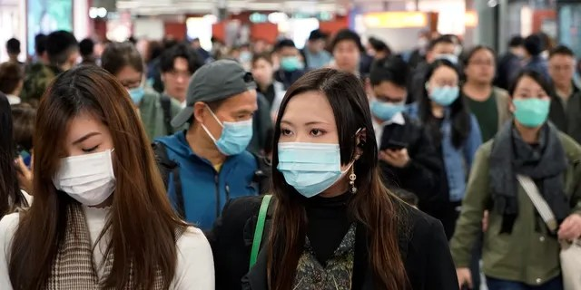 Passengers wear masks to prevent an outbreak of a new coronavirus in a subway station, in Hong Kong, Wednesday, Jan. 22, 2020.(AP Photo/Kin Cheung)