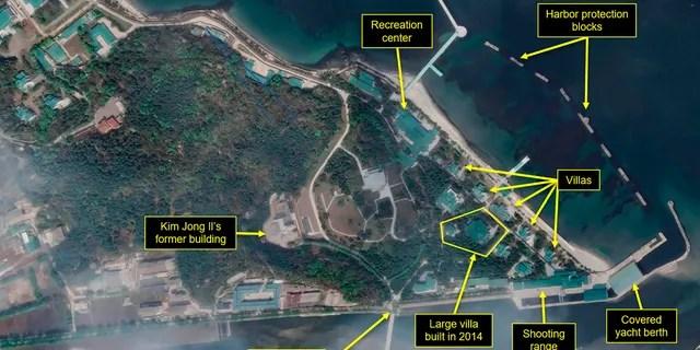 Ce mardi 21 avril 2020, une image satellite fournie par Maxar Technologies et annotée par 38 North, un site Web spécialisé dans les études sur la Corée du Nord, montre un aperçu du complexe Wonsan à Wonsan, en Corée du Nord.