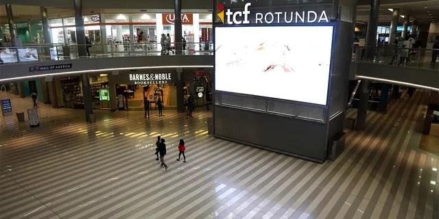 Mall of America вновь открылся в среду впервые после вспышки коронавируса.