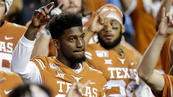 Texas' B.J. Foster still with team after report he quit during win, coach says