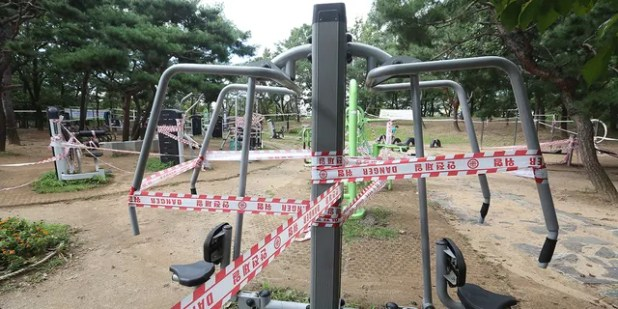 The use of public sports facilities has been banned in a park in Goyang, South Korea, amid social security rules on Sunday.  September 13, 2020.  (AP Photo / Ego Young-joon)