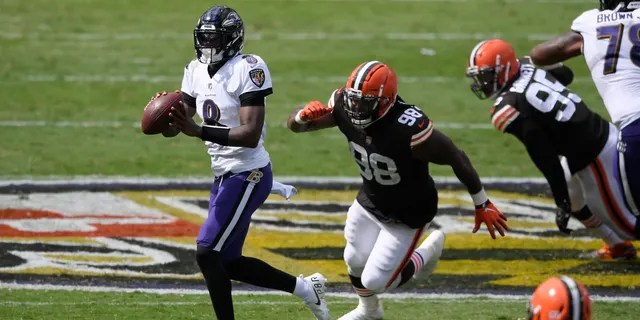Baltimore Ravens quarterback Lamar Jackson (8) looks to pass as he is pursued by Cleveland Browns defensive tackle Sheldon Richardson (98), during the first half of an NFL football game, Sunday, Sept. 13, 2020, in Baltimore, MD. (AP Photo/Nick Wass)