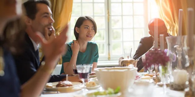 Health experts advise against inviting non-household members over, especially amid upcoming holidays, due to risk of virus spread. (iStock)