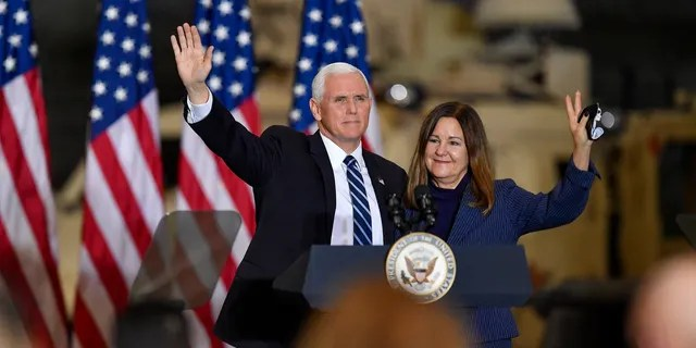 Vice President Mike Pence, left, and second lady Karen Pence waving after remarks to Army 10th Mountain Division soldiers, many of whom recently returned from Afghanistan, in Fort Drum, New York, Jan. 17, 2021.
