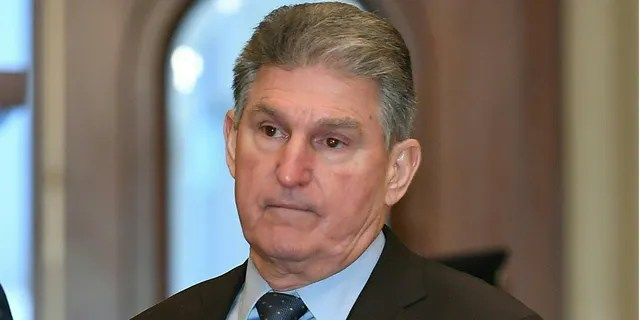 Senator Joe Manchin (D-WV) arrives for the impeachment trial of US President Donald Trump on Capitol Hill January 30, 2020, in Washington, DC. (Photo by Mandel NGAN / AFP) (Photo by MANDEL NGAN/AFP via Getty Images)