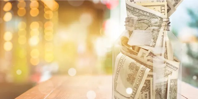 A delivery driver in Orlando, Florida, has been accused of stealing $20 in cash from a restaurant's tip jar on Friday. (iStock)