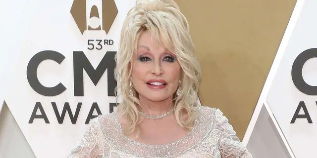 Dolly Parton remade her classic '9 to 5' to convince small business owners.  (Photo by Taylor Hill / Getty Image)