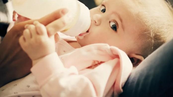 Police in Utah distribute baby formulas to frustrate mother in need