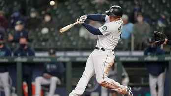Mariners use 7-run inning to avoid sweep, top White Sox 8-4