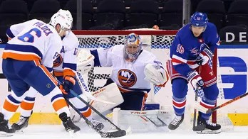 Varlamov gets 3rd shutout vs. Rangers in Islanders' 4-0 win