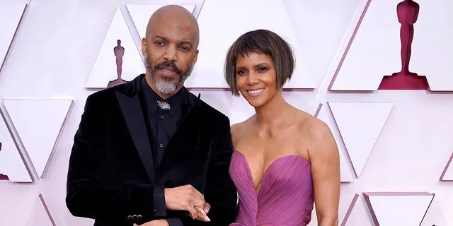Halle Berry and Van Hunt made their red carpet debut as a couple at the Oscars.
