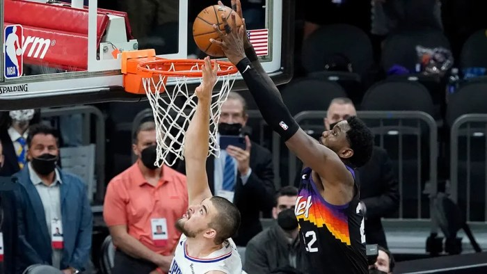 Phoenix youngster soars for last second alley-oop, Suns beat Clippers
