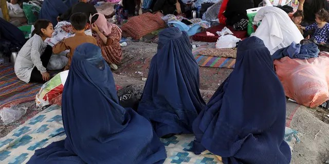 Internally displaced Afghans from northern provinces, who fled their homes because of fighting between the Taliban and Afghan security personnel, take refuge in a public park in Kabul, Afghanistan, Friday, Aug. 13, 2021.  (AP photo/Rahmat Gul)