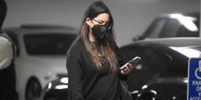 Pregnant Olivia Munn was spotted running errands in Beverly Hills.