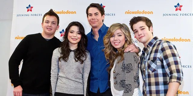 'iCarly' cast members (from left) Noah Munck, Miranda Cosgrove, Jerry Trainor, Jeanette McCurdy and Nathan Kress, circa 2012.