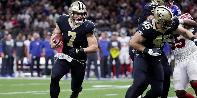 New Orleans Saints quarterback Taysom Hill (7) carries in the first half of an NFL football game against the New York Giants in New Orleans, Sunday, Oct. 3, 2021.