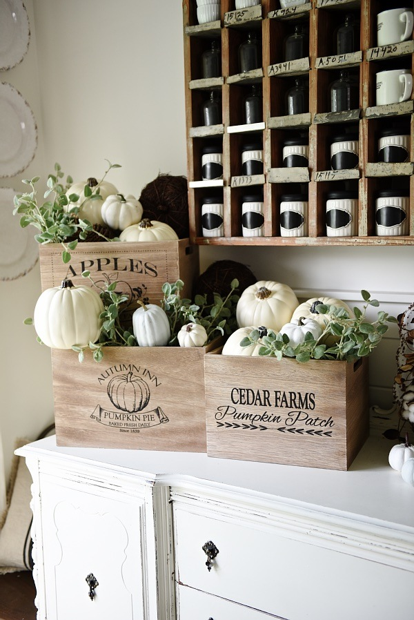 10 Beautiful Fall Vignettes For Seasonal Decor