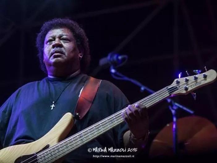 Addio a Juan Nelson, il bassista della band di Ben Harper aveva 62 anni