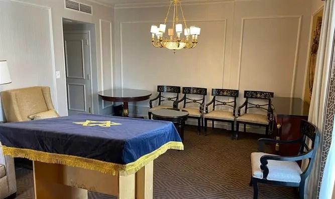 La sinagoga improvisada del séquito del primer ministro - Canal 7