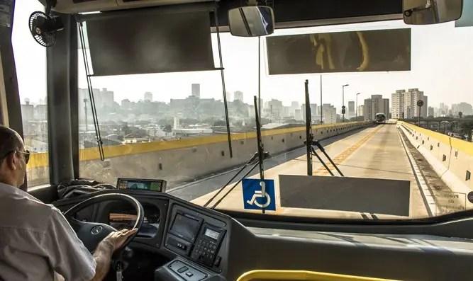 Un conductor de autobús fue atacado a la entrada de Shvut Rachel-Channel 7